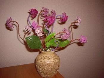 Vg.  95. Блог (4). Альбом (90).  Цикламен сделан по книге Доуэлп.  Бисер 12.  Очень понравились эти цветочки.