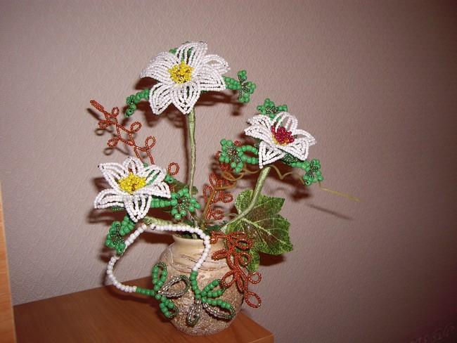 французской технологии, плетение в две нити, веницианская техника плетения. http://beadsclub.narod.ru/flowers.html.