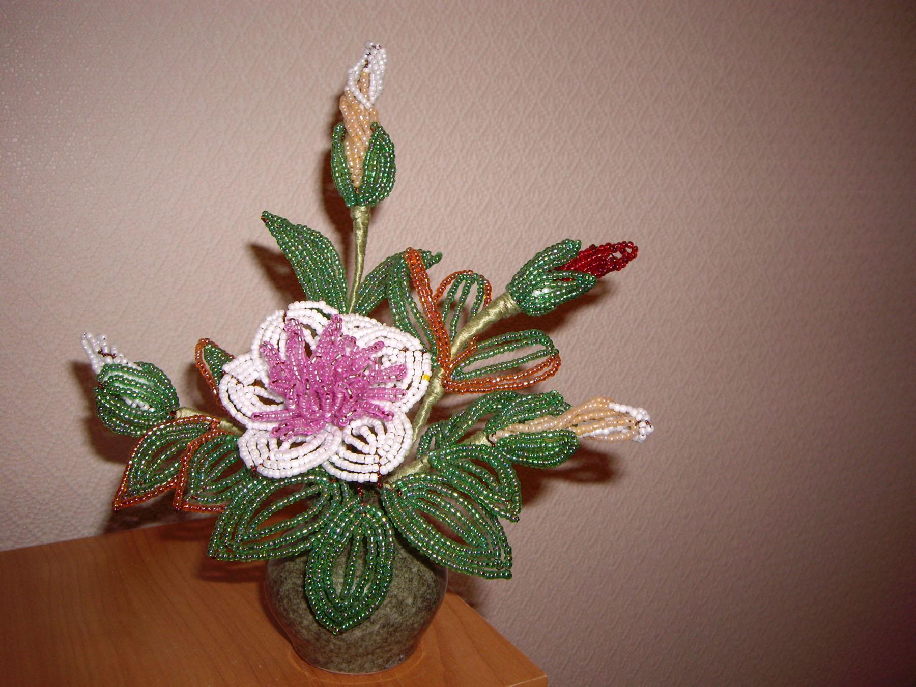 Цветы из бисера, сделанные своими руками.  Композиция.